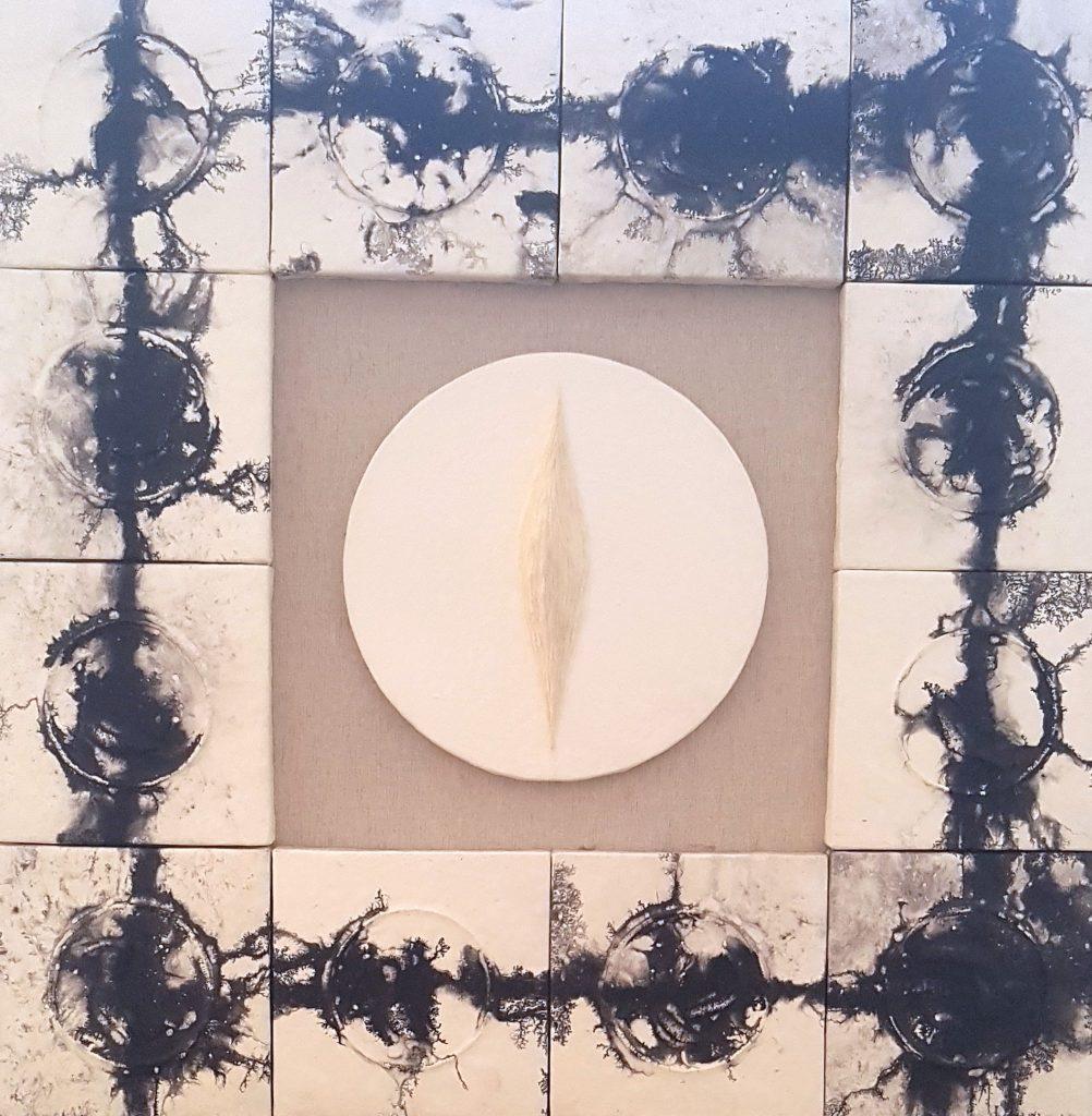 Acrylique, encre de chine, papier de riz et crépi sur bois, 93 x 93 x 7,5 cm
