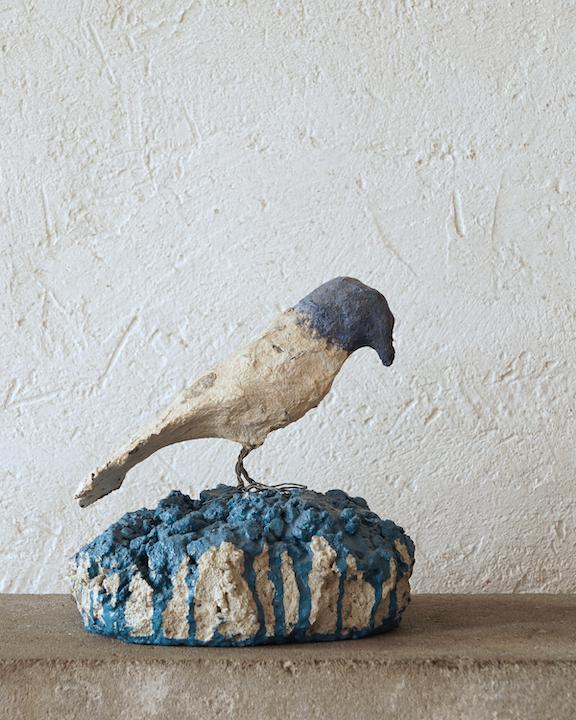 Blueheaded Bird on Blue Base, 2010, Papier mâché et ciment peint, 15,9 x 15,2 x 15,2 cm