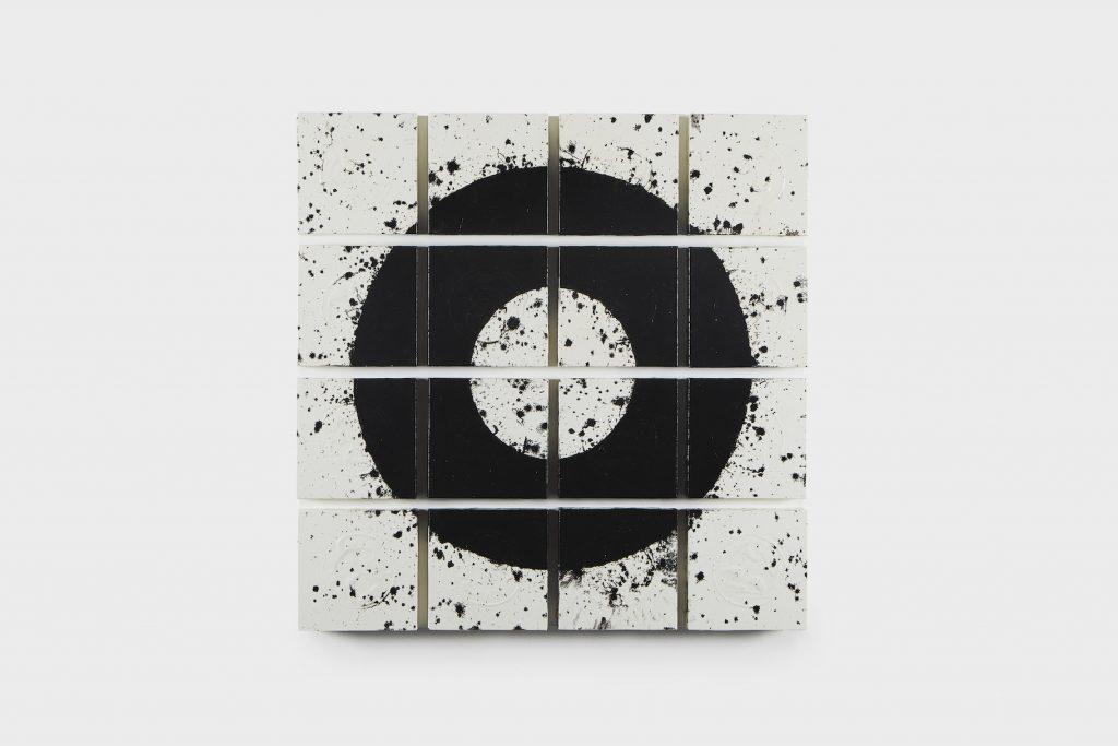 Acrylique, encre de Chine, papier de riz et crépi sur bois, 86 x 86 x 6,5 cm