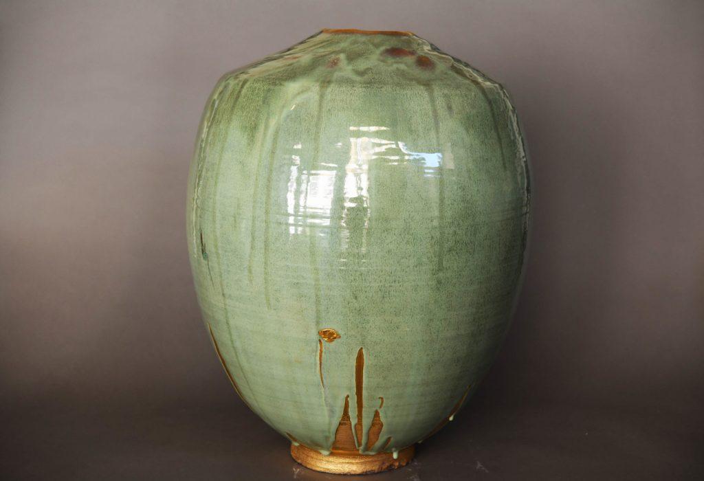 Midori 1, grès blanc tourné, émaillé et bords lustrés, 62,1 x 43,3 cm
