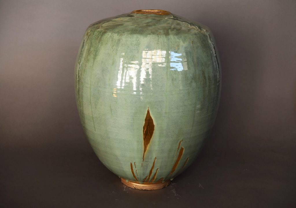 Midori 2, grès blanc tourné, émaillé et bords lustrés, 60,5 x 43,3 cm