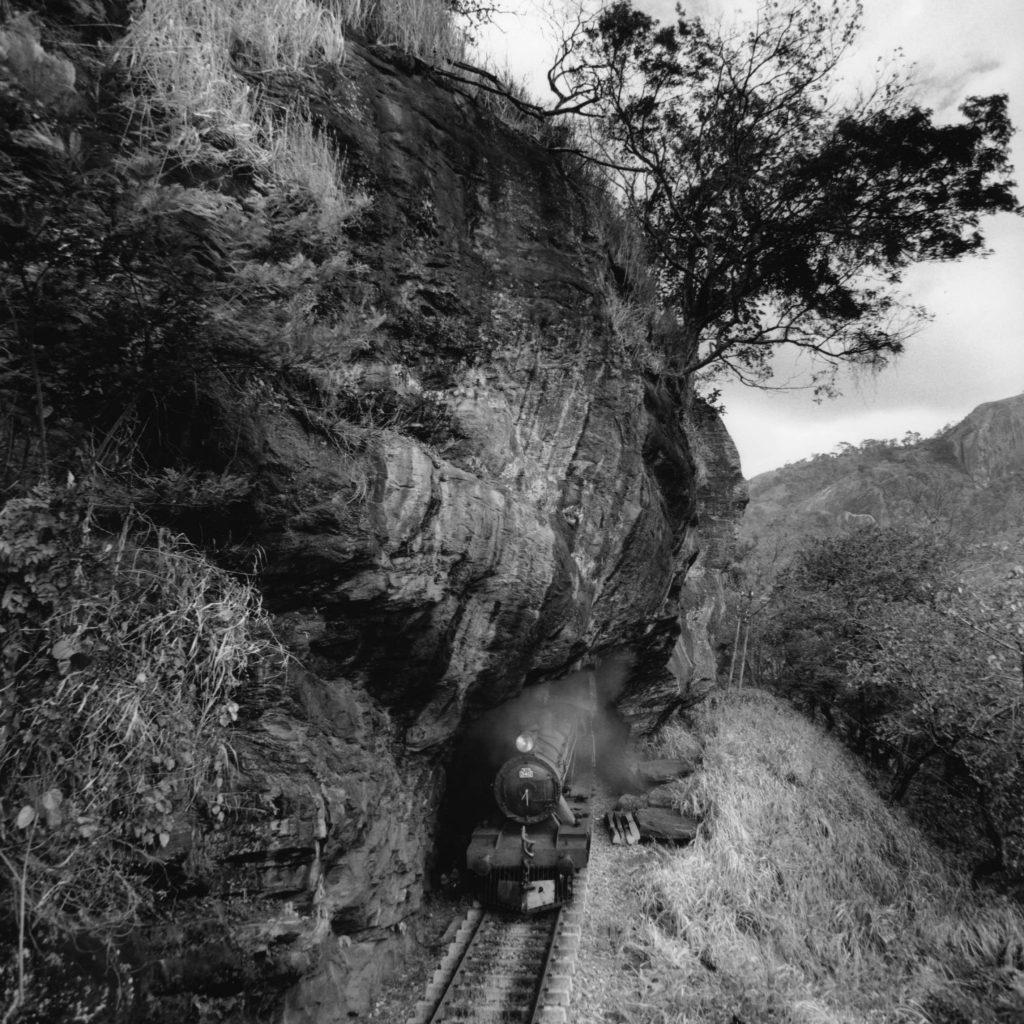 « Through the mountain » - Nuwara Eliya District, Central Province, Sri Lanka